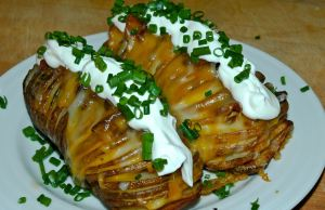 ☆.•♥•Hasselback Garlic Potatoes w/ Bacon & Cheese Recipe!•♥•☆